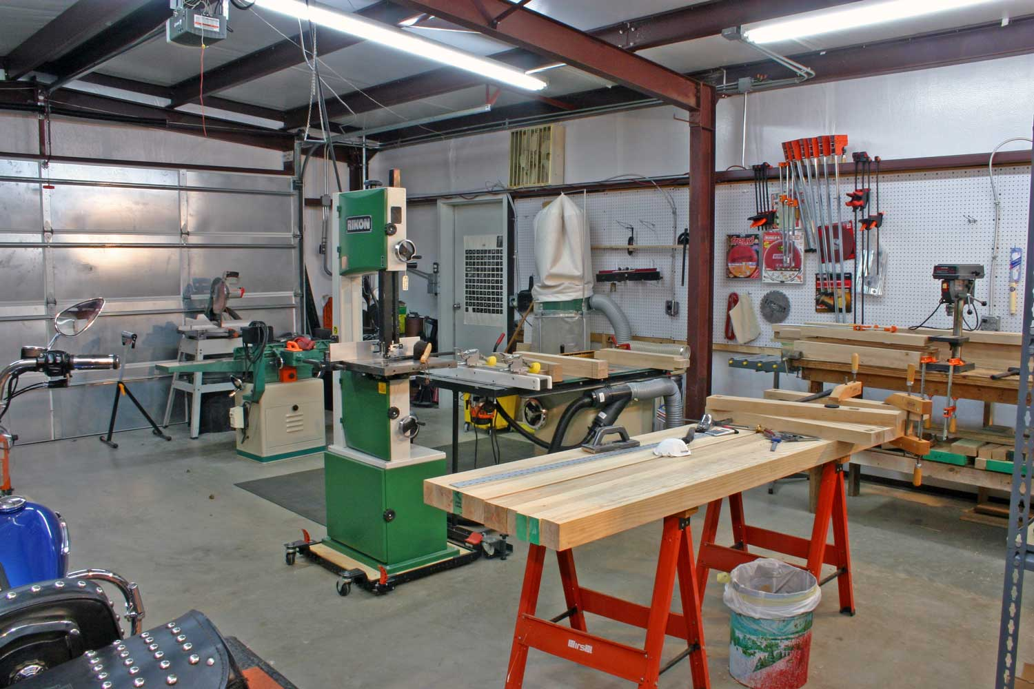 Wood workshop for Home garage shop